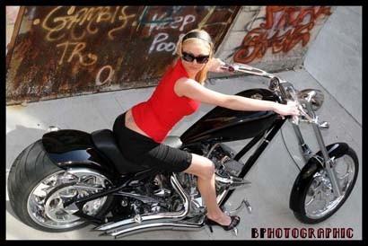 Chicas & custom bikes