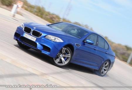BMW M5, diferencias entre sonido amplificado y no amplificado