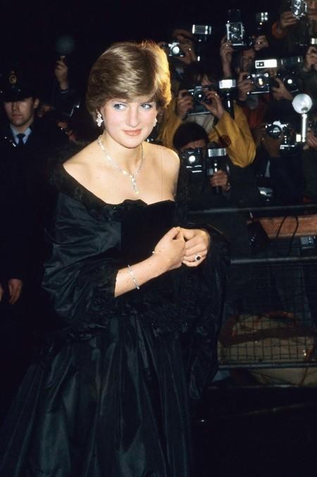 Hablemos del primer y polémico vestido oficial de Diana de Gales que hoy podría ponerse Meghan Markle y triunfar por todo lo alto