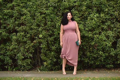 Estos son los mejores 24 vestidos curvy para graduarte este 2017