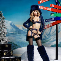 Sexy en la nieve con la colección navideña de Agent Provocateur