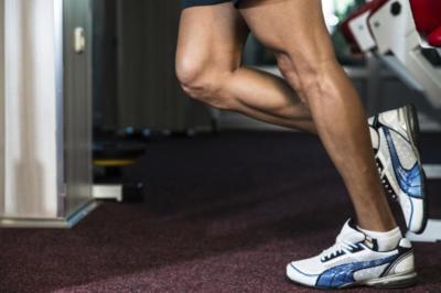 Cinco ejercicios isométricos para trabajar las piernas en casa