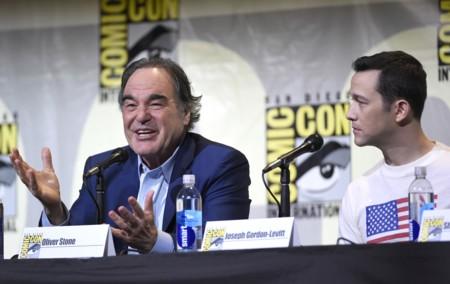 """Oliver Stone atacó a 'Pokémon GO' (""""un nuevo nivel de invasión"""") y presentó 'Snowden' en la Comic-Con"""