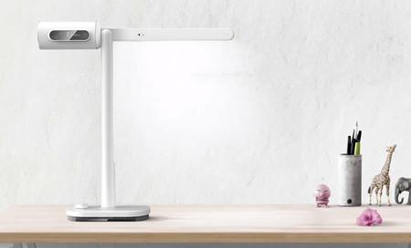 Un ordenador bajo Windows, una lámpara LED y un proyector: eso es Lumi, un dispositivo minimalista de llamativas funciones