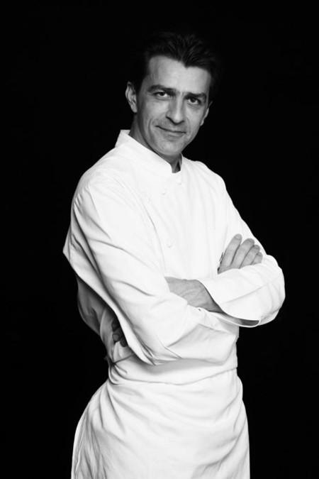 El chef Yannick Alléno en los fogones del restaurante efímero del Orient Express