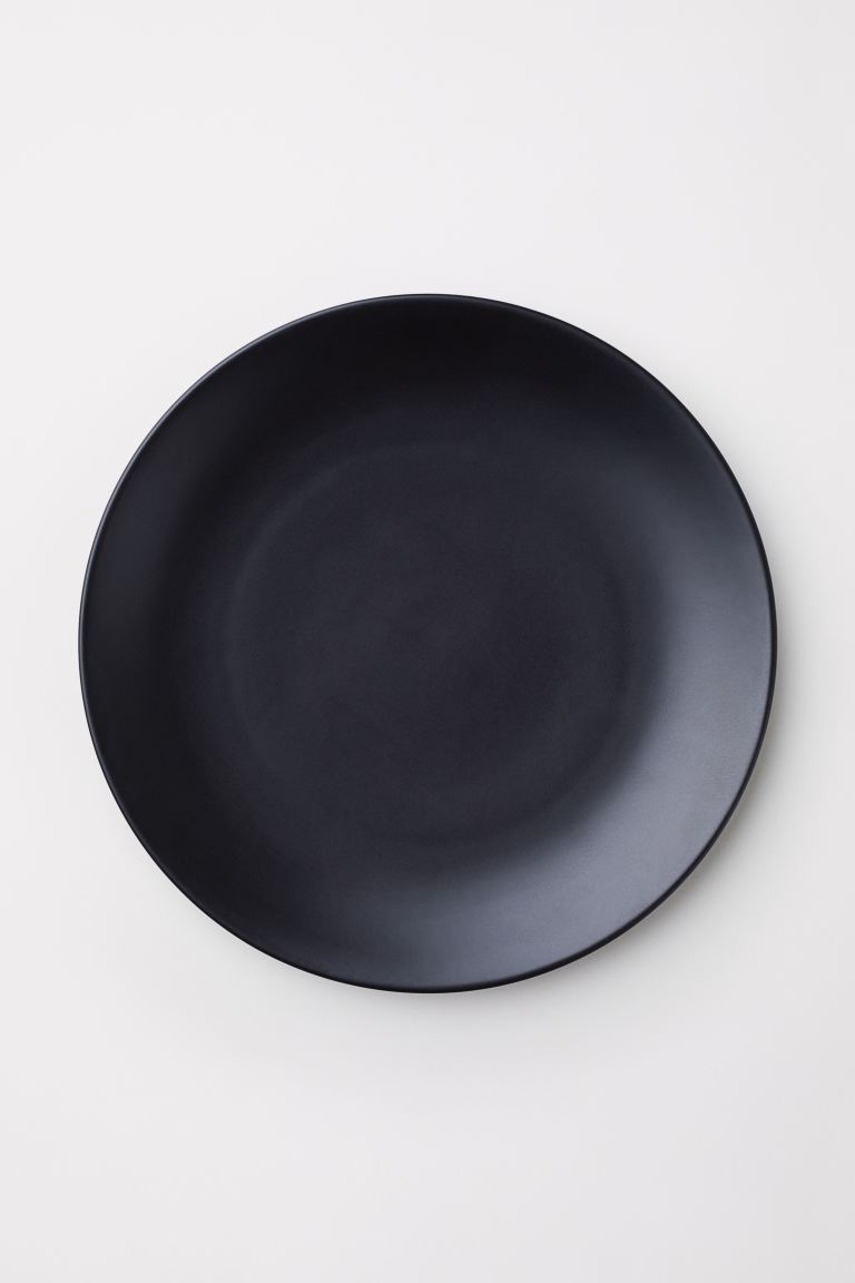 Plato negro de H&M