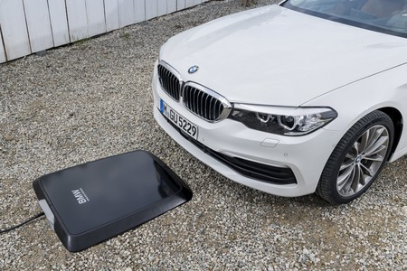 Highres Bmw Wireless Chargin