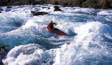 Viajando en kayak por los rápidos del Cañón del Diablo