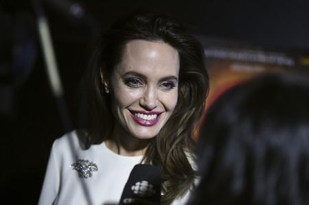 Angelina Jolie se decanta por la sobriedad del blanco para acudir a la última premiere de 'Breadwinner'