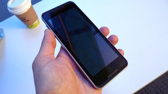 Foto de LG GW990, el primer teléfono con procesador Intel Moorestown (5/8)