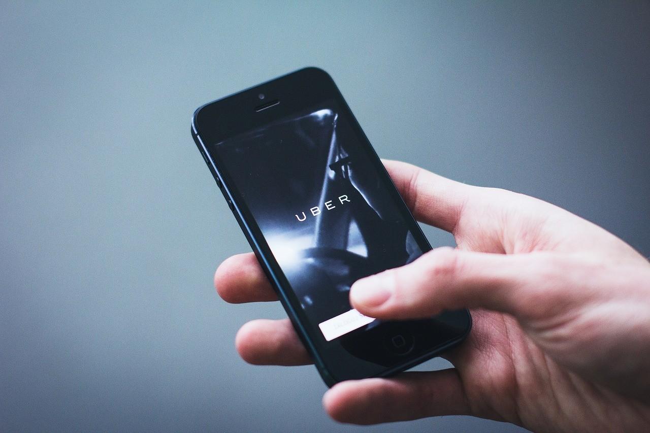 Los conductores no son una parte esencial del negocio para Uber y no los contratará como obliga una ley de...