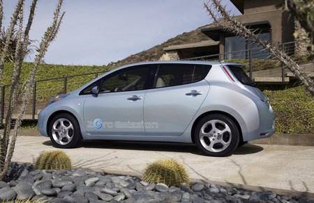 Nissan LEAF azul claro 02