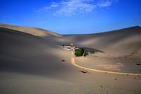 Ruta de la Seda: Las dunas cantoras y el lago de la media luna