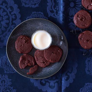 Receta de galletas de chocolate y naranja con flor de sal, crujientes y deliciosamente intensas