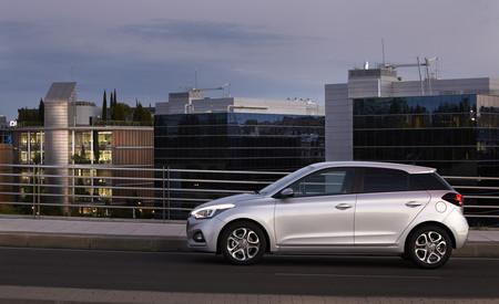Hyundai i20 lateral