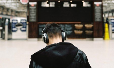 ¿En qué se diferencian unos auriculares de 400 euros de los que regalan en el tren?