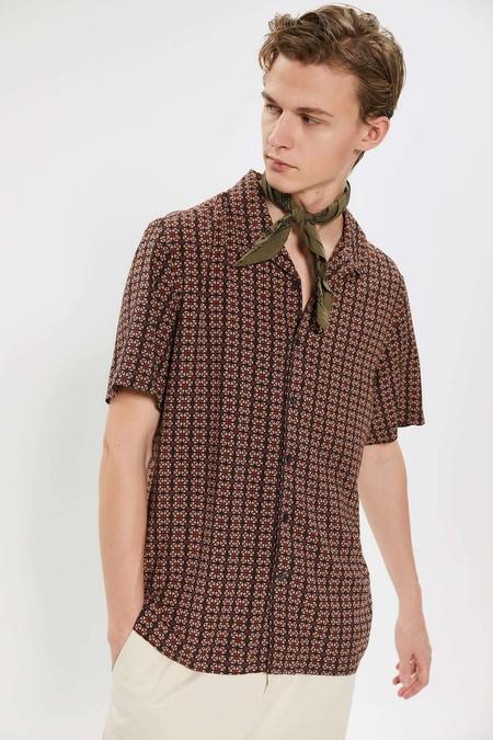 Para Adentrarnos Al Fulgor De La Primavera Estas Camisas Resort Son Perfectas Para Cualquier Look 05