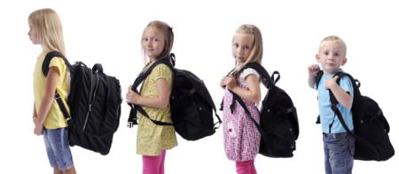 ¿Cuál es el peso máximo que mi hijo debería llevar en la mochila?