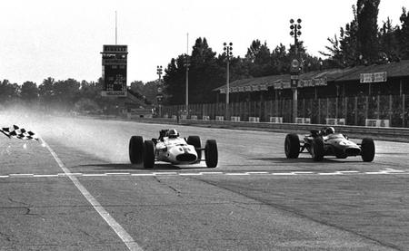 John Surtes gana a Jack Brabham en Monza 1967
