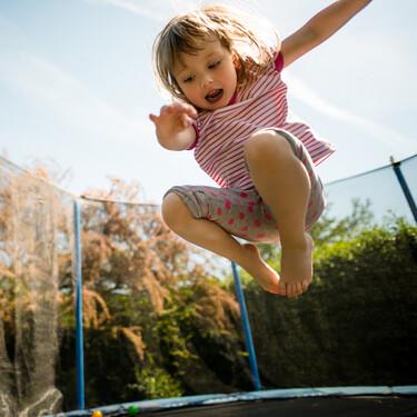 Camas elásticas: qué riesgos tienen para los niños y cómo evitar accidentes