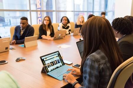 Microsoft presenta una solicitud de patente para monitorizar reuniones analizando variables como el lenguage corporal de los participantes