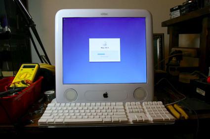eMac con pantalla LCD