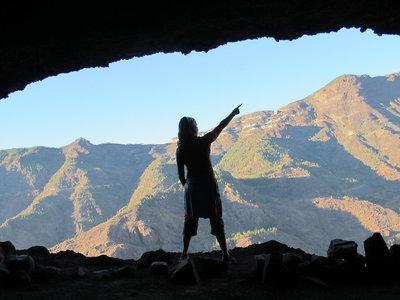 Un troll forocochero está construyendo su cueva para vivir en ella (y no es una idea tan loca como parece)