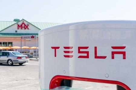 Es de recibo instalar un supercargador en el museo de Nikola Tesla
