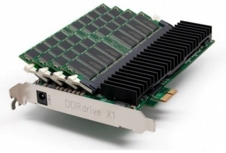 Disco SSD formado por memorias RAM y conexión PCI-E