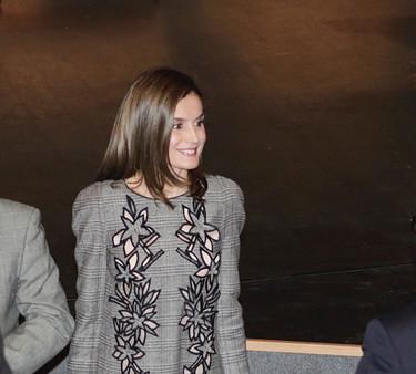 Doña Letizia estrena modelito de Carolina Herrera. Al menos no es muy aburrido