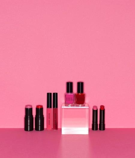 La nueva colección de Bobbi Brown es de color rosa y rojo