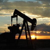 ¿Por qué el precio del petróleo sigue cayendo y qué consecuencias tiene esto?