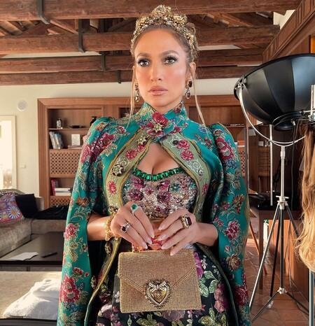La manicura francesa clásica gana terreno entre las celebrities, palabra de Ariana Grande, Jennifer Lopez, Kylie Jenner...