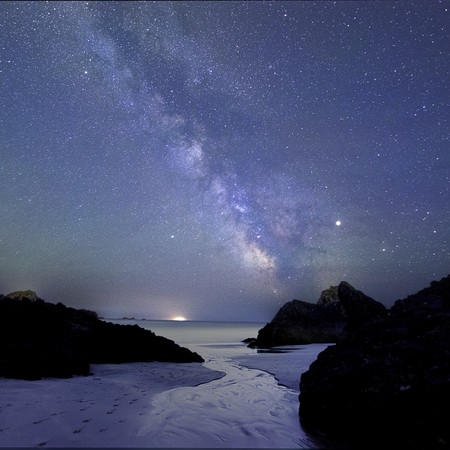 Bn 68303 5 Kynance Cove Under The Milky Way C Louise Jones