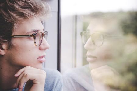ansiedad-chico-gafas