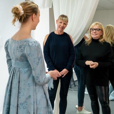 Así se hizo el vestuario de 'Los Bridgerton' (Netflix): 7.500 piezas, cinco meses de trabajo y 230 personas dedicadas a ello