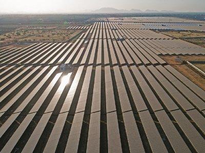 Con una capacidad de 2.000 MW, la que será la planta solar más grande del mundo inicia operaciones en India