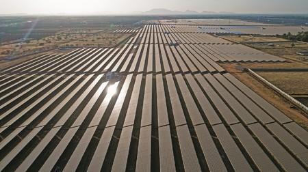 La que será la planta solar más grande del mundo inicia operaciones en India: 2.000 MW sobre 5.261 hectáreas