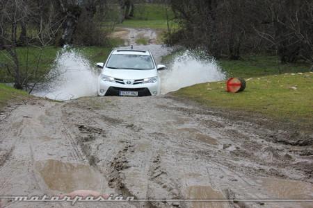Toyota RAV4 2013, vadeo de un arroyo