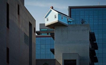 jux_falling_house1.j