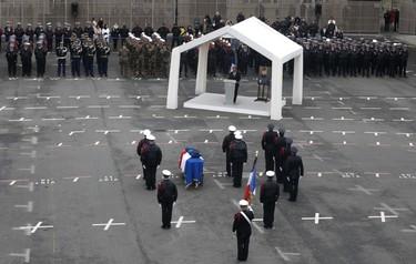 Cuando el amor vence al odio: el viudo del policía asesinado en París lo despide con un discurso que ha emocionado al mundo