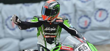 Superbikes Italia 2012: Tom Sykes se lleva media victoria en media carrera, lo único disputado hoy
