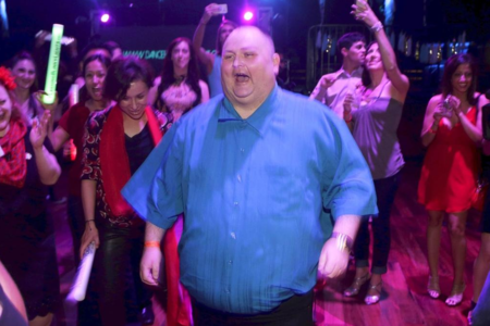 Media Internet se rio de Sean O'Brien por bailar... Y la otra media le organizó una fiesta con famosos