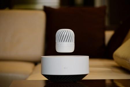 LG también tiene su propio altavoz inalámbrico que levita
