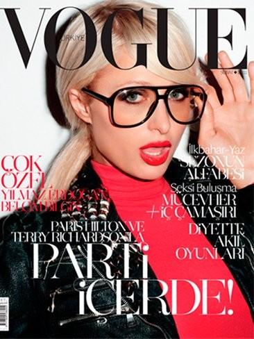 ¿No es sacrilegio que Paris Hilton salga en Vogue con cara de muñeca hinchable?