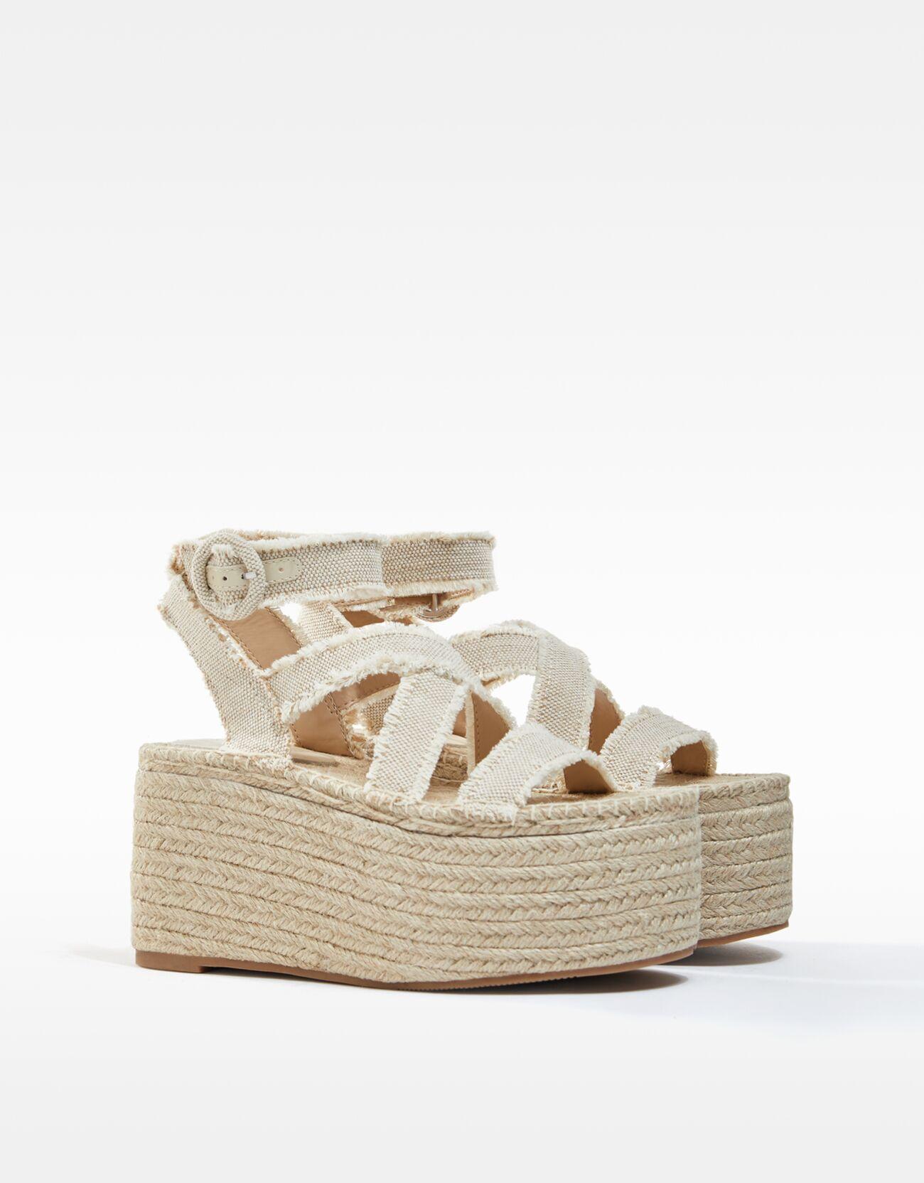Sandalias de plataforma y yute.