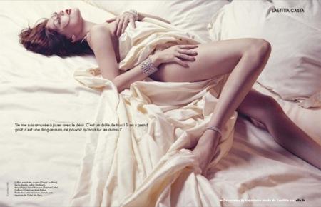 El renacer de Laetitia Casta: las curvas más sensuales, cama