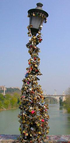 Farola ponte Milvio Roma