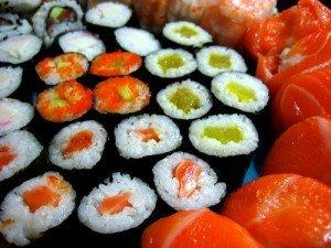 La razón de que los japoneses digieran mejor el sushi