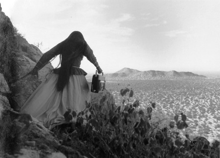 Mujer Angel Desierto De Sonora 1979 Coleccion J Paul Getty Museum